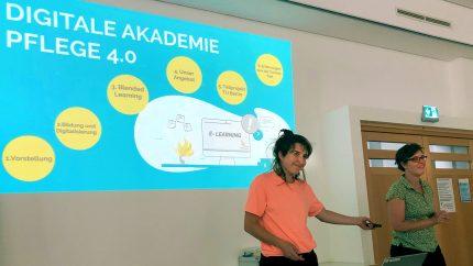 2 Mitarbeiterinnen des FCZB präsentieren Projektpräsentation Digitale Akademie Pflege