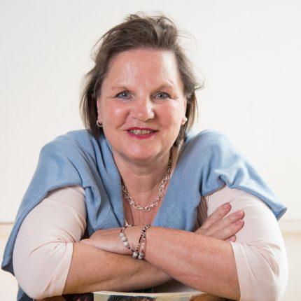 Arbeiten allein zu Haus: Angela Nitsche, pädagogische Mitarbeiterin und Trainerin ©Steffi Rose