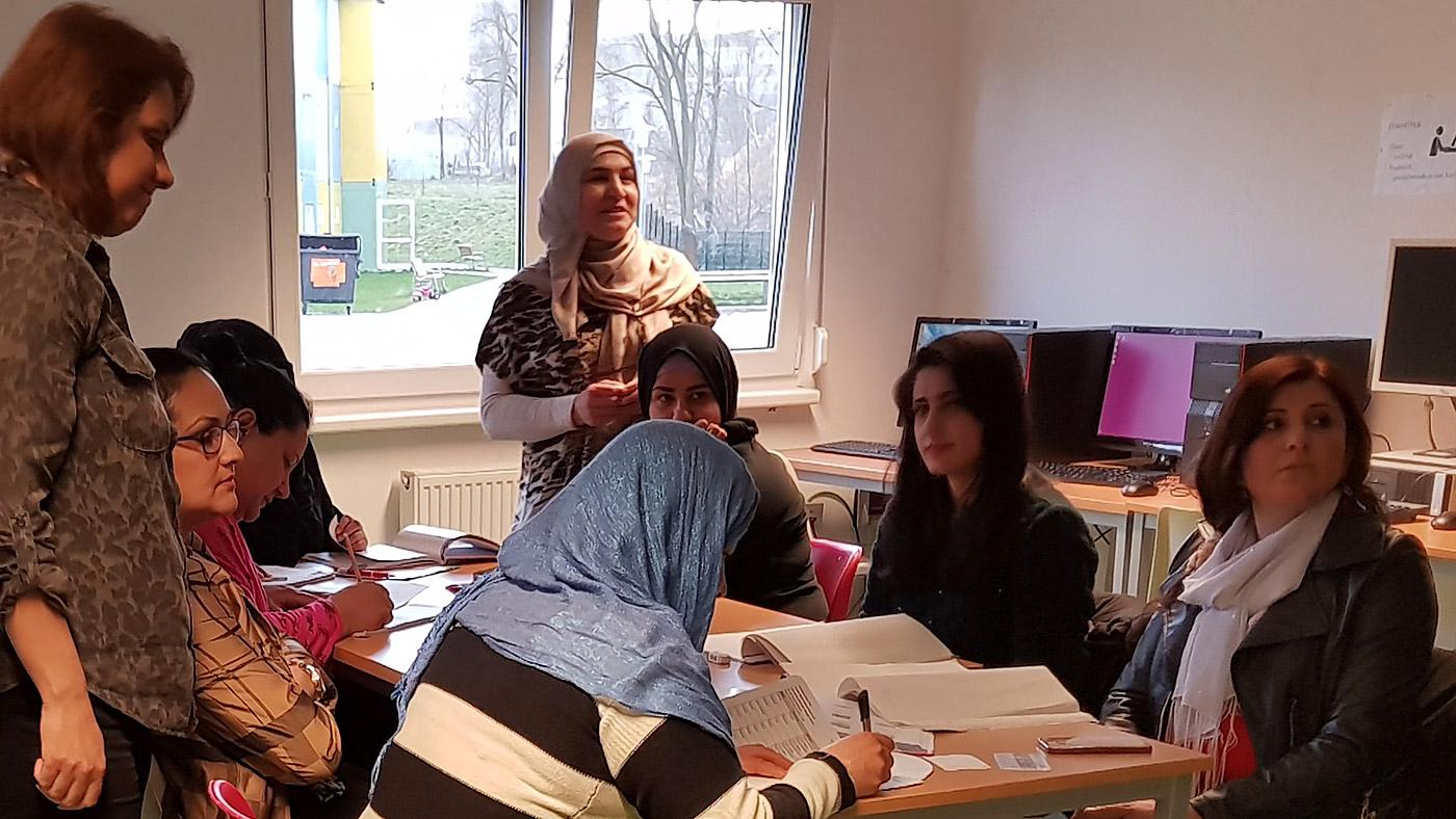Rund 30 geflüchtete Frauen haben im Januar 2018 mit dem FCZB-Computerkurs in der Gemeinschaftsunterkunft am Ostpreußendamm begonnen. teil. Hier lernen sie Deutsch und erweitern ihre Medienkompetenz. © FCZB 2018